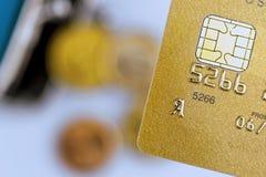 信用卡和空的钱包 库存图片
