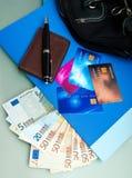 信用卡和货币 免版税库存图片