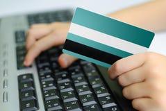 信用卡和键盘 库存图片