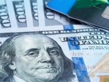 信用卡和货币 库存图片