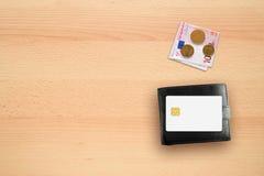 信用卡大模型、钱包和金钱 图库摄影
