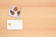 信用卡大模型和金钱 免版税库存照片