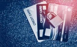 信用卡安全互联网数据-在信用卡锁的加密交易巩固了 库存图片