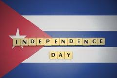 信件与文本在古巴的国旗的独立日 免版税库存照片