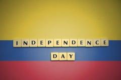 信件与文本在哥伦比亚的国旗的独立日 库存照片
