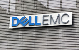 信件在墙壁上的Dell emc 免版税库存照片