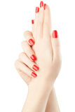 修剪在有红色指甲油的女性手上 免版税图库摄影