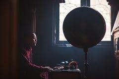 修士在尼泊尔 免版税库存图片