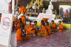 修士在泰国普吉岛 库存图片