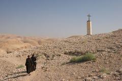 修士在犹太沙漠 免版税库存图片