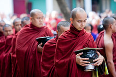 修士在Amarapura,缅甸 免版税库存图片
