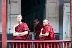 修士在Amarapura,缅甸 库存照片