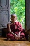 年轻修士的寺庙缅甸的 免版税库存图片