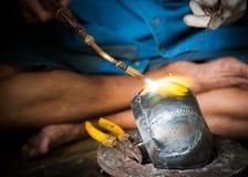 修士的碗的生产 免版税库存照片