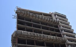 修建一个新的摩天大楼在城市 免版税库存照片