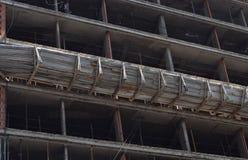 修建一个新的摩天大楼在城市 免版税图库摄影