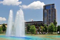 修建绿色现代公园的背景 图库摄影