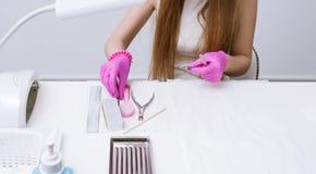 修指甲工具的消毒作用在沙龙的 库存图片