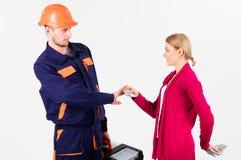 修理匠拒绝工作的现金 贿款和现金概念 库存图片