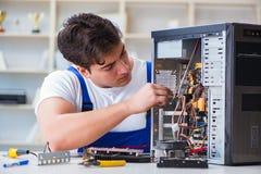 修理台式计算机的计算机安装工 库存图片