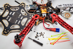 修理在崩溃以后的hexacopter寄生虫 免版税库存照片