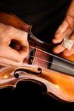 修理小提琴 免版税库存照片