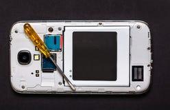 修理巧妙的电话 库存照片