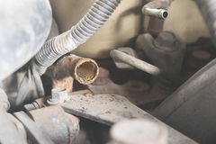 修理引擎汽车修理的汽车 库存照片