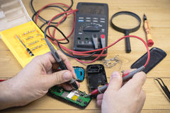 修理手机在车间 免版税库存图片