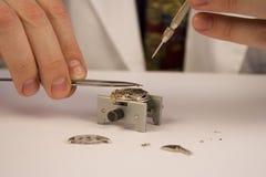 修理手表 免版税图库摄影