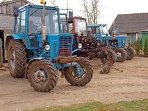 修理拖拉机 免版税图库摄影