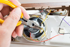修理收音机闹钟 库存图片