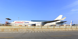 修理波音747飞机 免版税库存图片