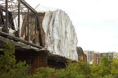 修理的以帐篷复盖的桥梁 库存照片