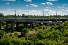修筑有植被的一座桥梁 库存照片
