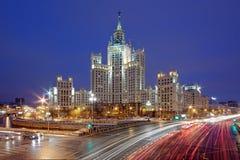 修补破铜铁者堤防的议院 莫斯科 免版税图库摄影