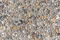 修路和修路的五颜六色的被洗涤的混凝土板 免版税图库摄影