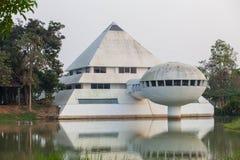 修造一个三角金字塔被塑造的尖顶是一个美好的设计 库存照片