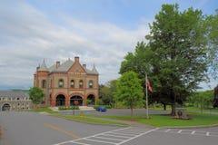 修造在柯盖德大学校园里的入场在Hamil 免版税库存照片