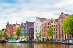 修造在阿姆斯特丹的五颜六色的okd门面的美丽的景色 免版税库存照片