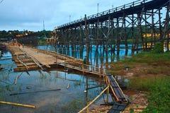 修造对临时地使用而不是Utamanusorn桥梁或早晨桥梁的新的桥梁,泰国 免版税库存照片