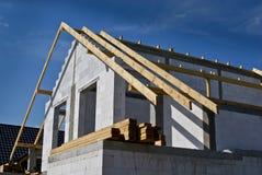 修造的半独立式房子 建筑阶段 免版税图库摄影
