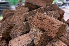 修造的砖墙的红砖材料对产业 免版税库存照片