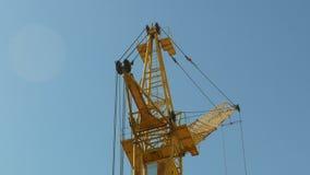 修造4k的建筑用起重机运作的塔 股票录像