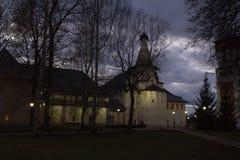 修道院响铃塔和圣尼古拉斯教会的全景在Spaso-evfiem修道院里 苏兹达尔 俄国 库存图片