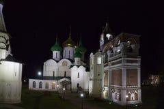 修道院响铃塔和Spaso-Preobragensky大教堂的全景在Spaso-evfiem修道院里 苏兹达尔 俄国 库存照片