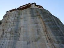 修道院在岩石栖息高在迈泰奥拉,希腊 库存图片