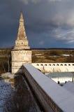 修道院塔近处 免版税库存图片