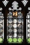 修道院威斯敏斯特 伦敦 看法通过锻铁酒吧 免版税库存图片