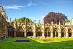 修道院庭院在坎特伯雷大教堂里在坎特伯雷在肯特 免版税库存图片